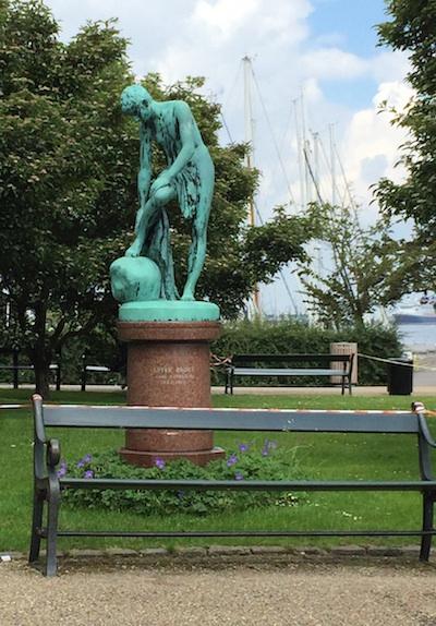 random statue