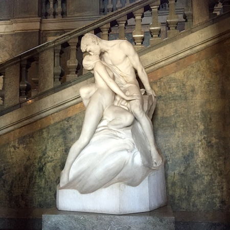 g statue
